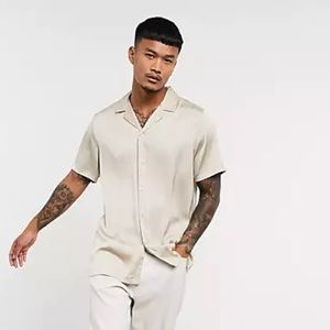 ASOS DESIGN - relaxed fit satin shirt with deep revere in champagne